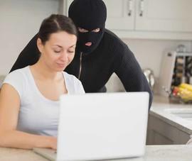Vô hiệu hóa webcam ngay lập tức để tránh bị theo dõi