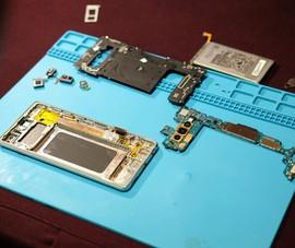 'Mổ bụng' Samsung Galaxy S10 Plus đầu tiên tại Việt Nam