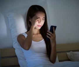 'Mù tạm thời' vì sử dụng smartphone liên tục vào ban đêm