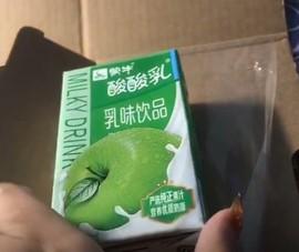 Đặt mua iPhone 12 Pro Max và nhận được hộp sữa chua
