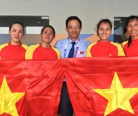 """Bốn cô gái """"vàng"""" Rowing rơi lệ khi hát quốc ca Việt Nam"""