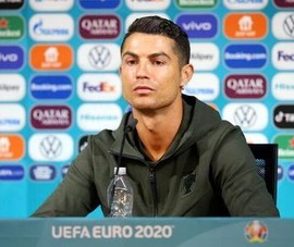 UEFA lên tiếng vụ Ronaldo tẩy chay Coca