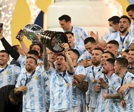 Messi phá kỷ lục lại còn được sánh với huyền thoại Maradona