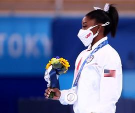 Sốc: 'Người khổng lồ' Simone Biles cân nhắc rút lui khỏi Olympic 2020