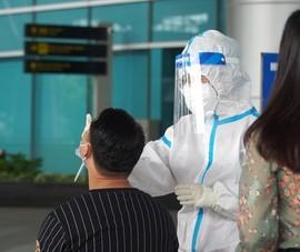 Video: 2.000 nhân viên ở sân bay Đà Nẵng xét nghiệm COVID-19