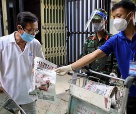 Video: Người dân TP.HCM được tặng báo miễn phí tận nhà