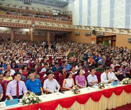 Hàng ngàn người dân vây kín hoa hậu Lương Thùy Linh