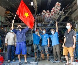 Người lao động hẻm Nguyễn Văn Công phất cờ mừng gỡ phong tỏa