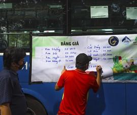 Người Sài Gòn đi 'siêu thị mini' trên xe buýt