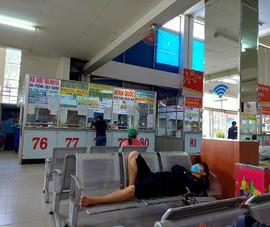 Những hàng ghế thưa người ở bến xe miền Đông ngày 28 Tết