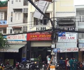 Lắp biển quảng cáo, 3 công nhân bị điện giật nguy kịch