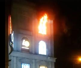 Cháy ở Diamond Plaza quận 1, nhiều người hoảng loạn tháo chạy