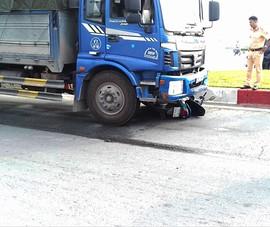 Ôm cua cùng xe tải, nam công nhân tử vong ở quận 9