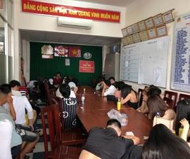 Công an đột kích quán bar ở Tân Phú, trăm người tháo chạy