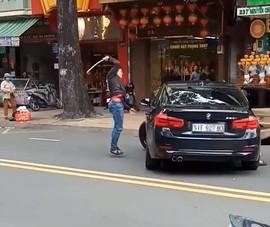 Nguyên nhân bất ngờ vụ thanh niên múa gậy đập xe BMW