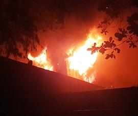 Toàn cảnh vụ cháy lớn ở Hóc Môn