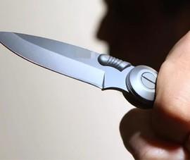 Cướp xe, cầm dao kề cổ trẻ em, đâm người giải cứu