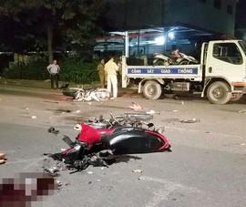 2 xe máy tông nhau ở Bình Chánh, 4 người thương vong