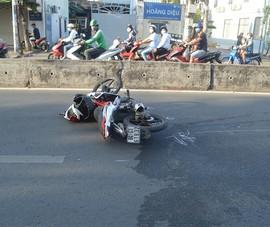 Tìm 2 người bỏ xe máy sau vụ tai nạn ở quận 12