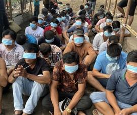 Cảnh sát chèo ghe vây bắt trường gà 'khủng' ở Bình Chánh