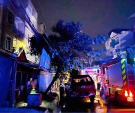 Bình Tân: Chập ổ điện gây cháy nhà, 4 người bị mắc kẹt