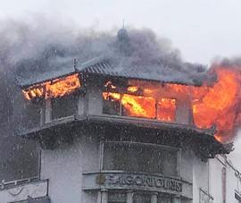 Khách sạn Đồng Khánh ở quận 5 cháy nghi do sét đánh