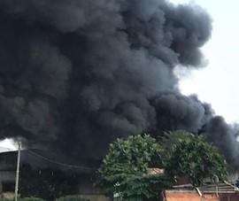 Cháy nhà tạm ở Bình Tân, người dân tháo chạy