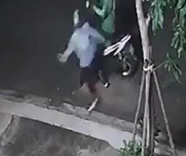 TP.HCM: GrabBike bị đánh, cướp xe máy