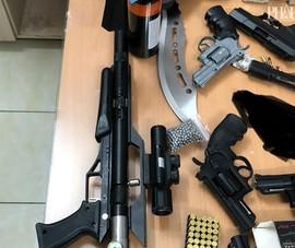 Công an phát hiện nhiều súng, vũ khí tại nhà 1 nghi can ở Phú Nhuận