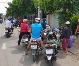 Nhiều người vẫn họp chợ tự phát ở Hóc Môn bất chấp Chỉ thị 16