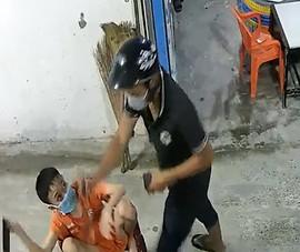 Cướp vào nhà xịt hơi cay, giật điện thoại của trẻ em ở Hóc Môn