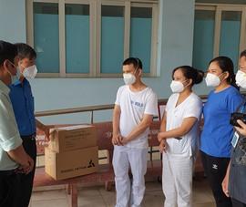 Trung tâm Y tế quận Tân Phú cảm kích sự động viên của Ban Dân vận Thành ủy
