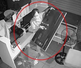 Quán cà phê bị đóng cửa vì dịch còn bị trộm đột nhập cắt camera, vét đồ