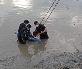 Đang giãn cách xã hội, 2 người bơi qua rạch để bắt cá, một người mất tích