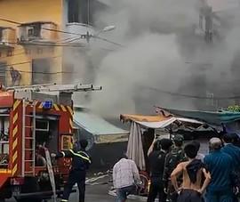 Cảnh sát cứu cụ bà ngạt khói trong nhà cháy ở TP.HCM