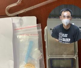 Kiểm tra thanh niên 'toát mồ hôi' khi quét mã QR phát hiện ma túy