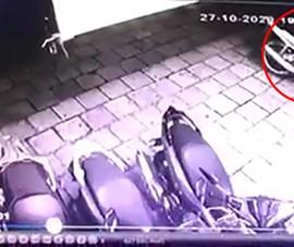 Camera ghi cảnh trộm xe máy có khóa cổ chỉ trong 8 giây