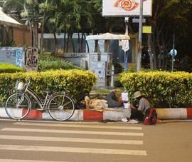 Chùm ảnh: TP.HCM đêm đầu tiên hạn chế người dân ra đường sau 18 giờ