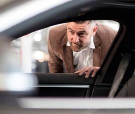 Xe BMW biết tự nhắc người ngồi trong xe ở nhà tránh COVID-19