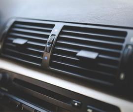 Mở cửa sổ trong khi bật máy lạnh ô tô có tiết kiệm xăng?