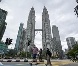 Malaysia: Những người tiêm 2 mũi vaccine được xem phim, kịch