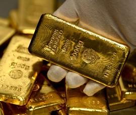 Tăng trưởng kinh tế toàn cầu giảm, giá vàng chạm mức 48,8 triệu