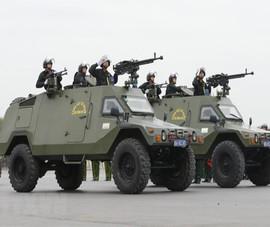 6.000 người và xe bọc thép xuất quân bảo vệ Đại hội XIII