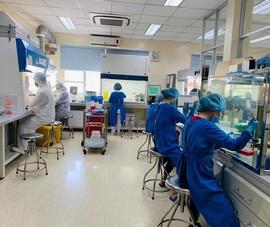 Tất bật xét nghiệm hàng chục ngàn người từ Đà Nẵng về TP.HCM