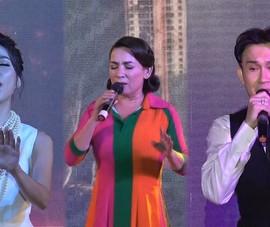 Xúc động đêm nhạc gây quỹ ủng hộ miền Trung và công nhân