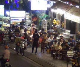Video: Karaoke tự phát vẫn còn phổ biến tại TP.HCM