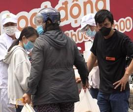 Video: Người dân TP.HCM đi mua thực phẩm tích trữ