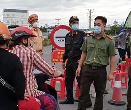 Video: Nhiều người dân đi xe máy về quê bị ùn ứ tại cửa ngõ vào Hậu Giang