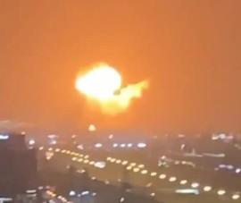 VIDEO: Thành phố Dubai rung chuyển sau vụ nổ lớn ở cảng biển