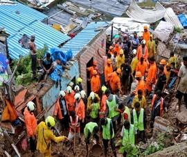 Video: Nước lũ nhấn sập nhà cửa ở Ấn Độ, hơn 20 người thiệt mạng
